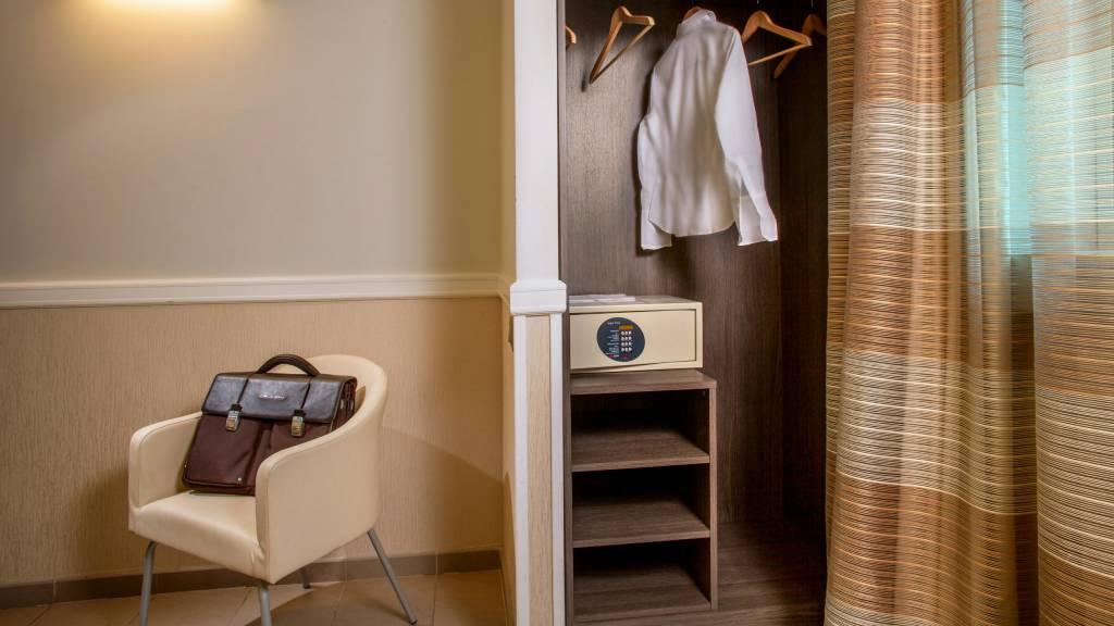 hotel-artis-rome-bathroom-03